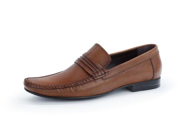 Scarpe di cuoio maschii convenzionali di brown isolate su bianco