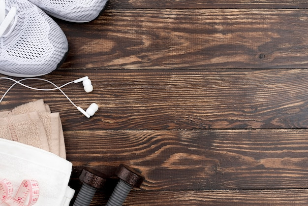 Scarpe e cuffie sportive piatte