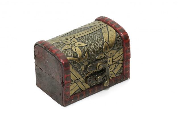 Scatola del tesoro, vecchia scatola di immagazzinaggio d'annata isolata