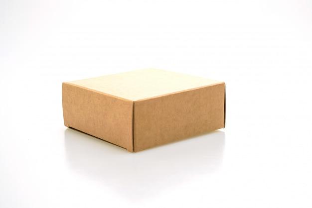 Scatola di carta marrone isolata
