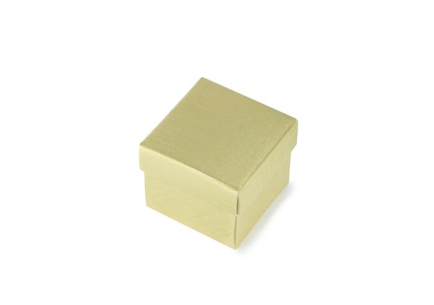 Scatola di carta oro isolata