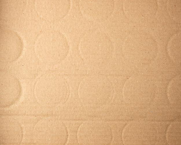 Scatola di cartone marrone dalla bottiglia, telaio completo