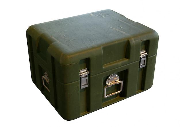 Scatola di immagazzinaggio militare verde per attrezzatura di guerra isolata su fondo bianco