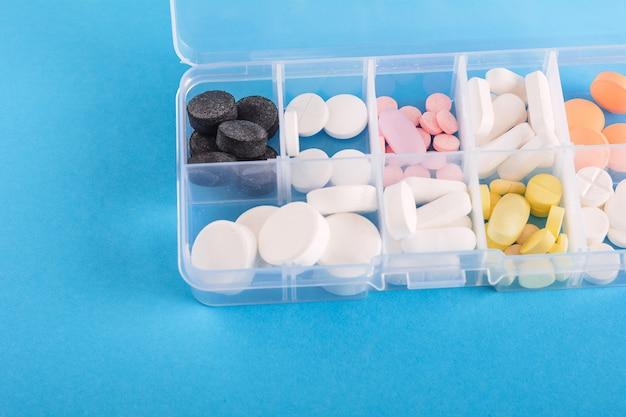 Scatola di medicina con pillole