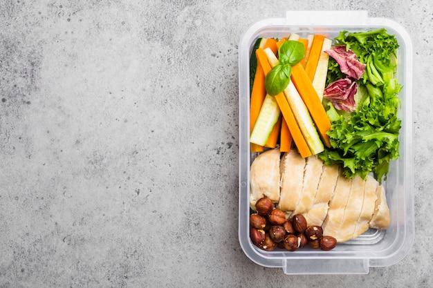 Scatola di pranzo con cibo sano