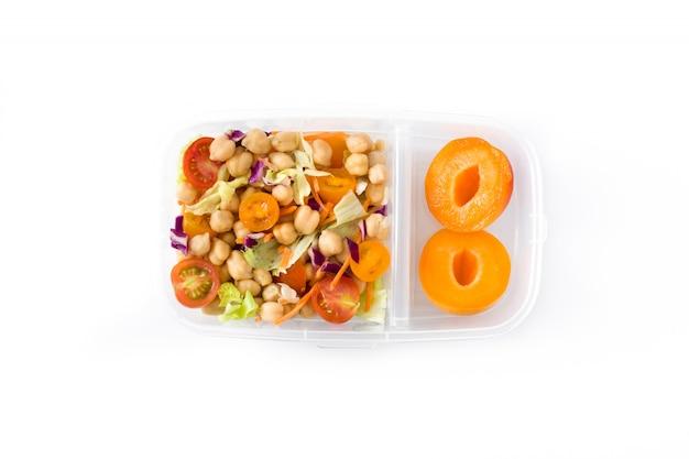 Scatola di pranzo con insalata di ceci isolata on white