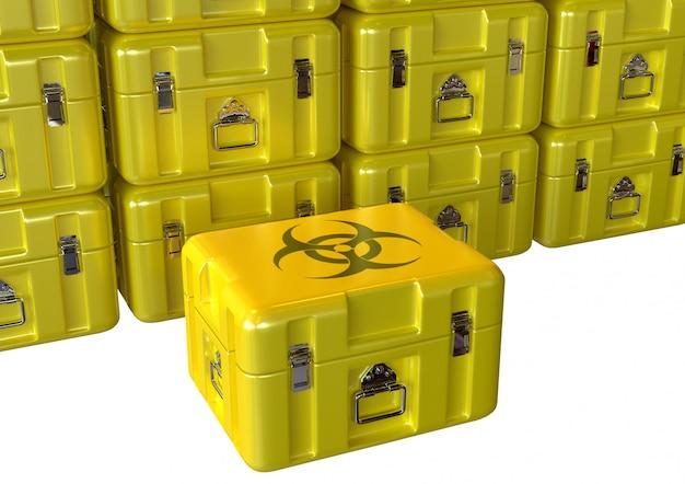 Scatola medica contaminata gialla di rischio biologico che attende smaltimento isolato sopra fondo bianco