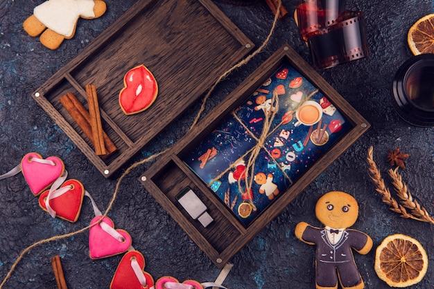 Scatola per foto in legno con foto per san valentino o il giorno delle nozze