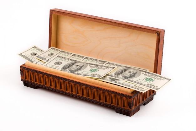 Scatola piena di dollari americani