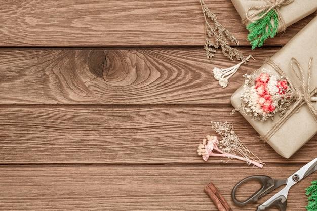 Scatola regalo di natale fai-da-te realizzata a mano su legno