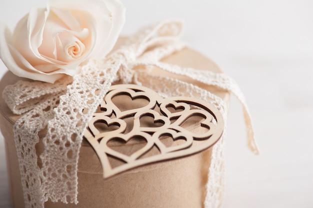 Scatola regalo kraft, rosa, cuore
