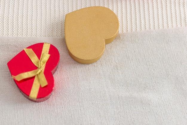 Scatole a forma di cuore di caramelle al cioccolato