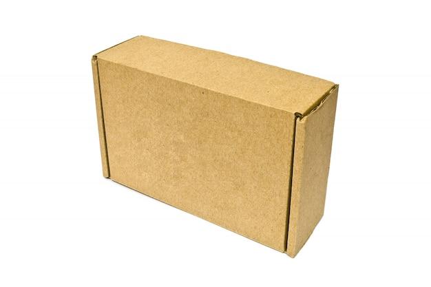 Scatole di cartone per il servizio di consegna, lo spostamento, pacchetto o regali isolati su uno sfondo bianco