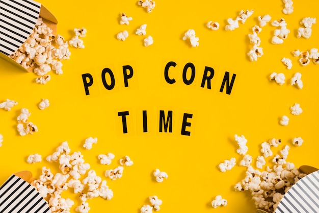Scatole di popcorn deliziose vista dall'alto