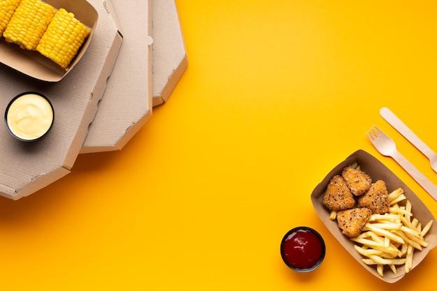 Scatole per pizza vista dall'alto con copia-spazio