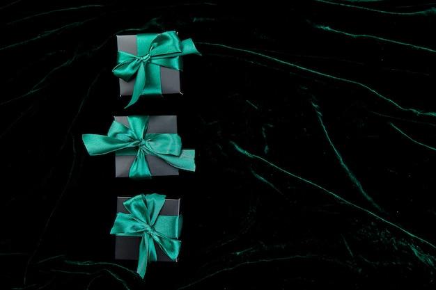 Scatole regalo di lusso nero con nastro color smeraldo