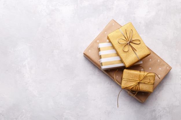 Scatole regalo dorate
