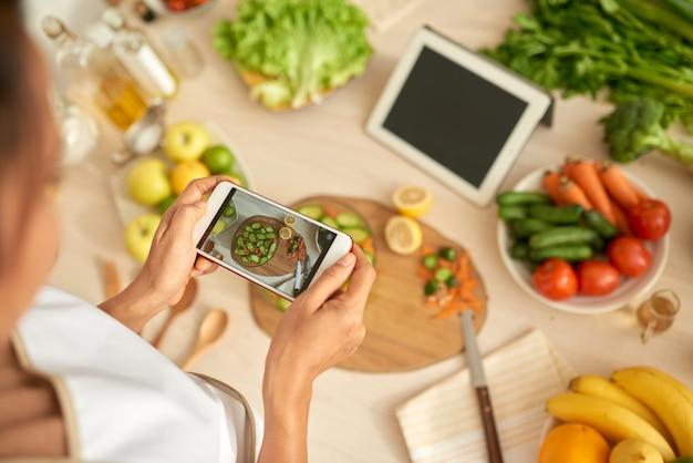 Scattare foto di insalata