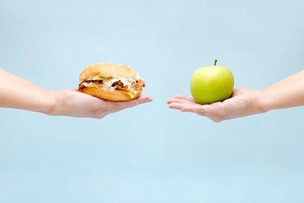Scelta tra cibo buono e cattivo