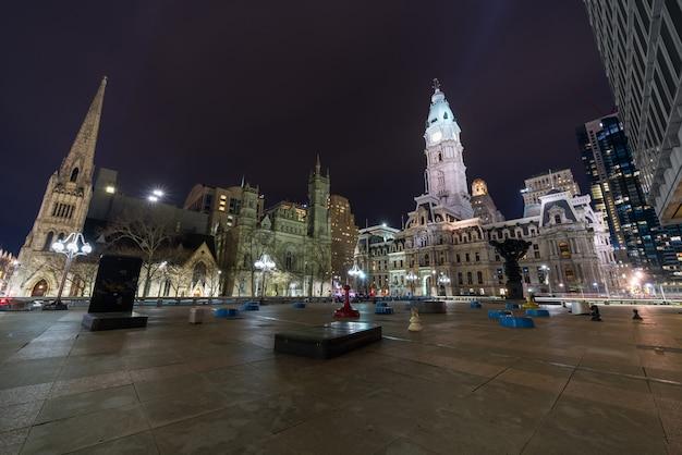 Scena del municipio di filadelfia, del tempio massonico e della chiesa metodista unita di arch street