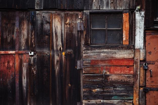 Scena della porta del granaio