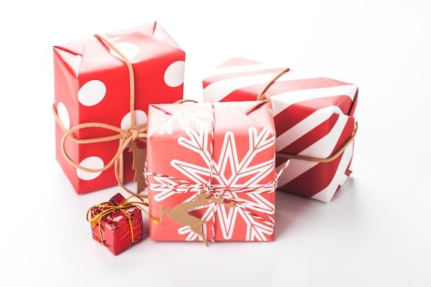 Scena di natale con scatole regalo