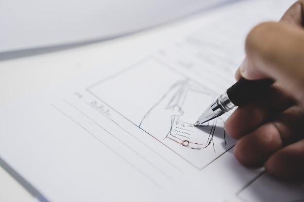 Sceneggiatura di storyboard o storytelling creativa per sceneggiatura di film di pre-produzione