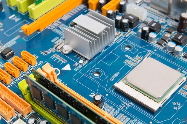 Scheda madre del computer con chip di elettronica