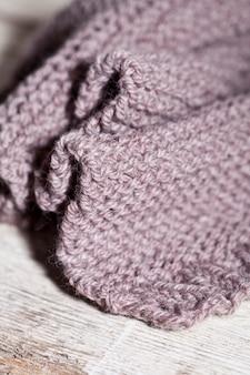 Sciarpa marrone lavorata a maglia