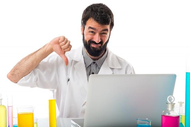Scienziato, uomo, cattivo, segnale