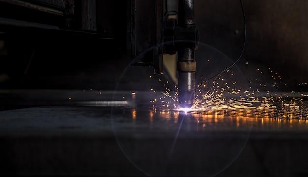 Scintilla a cnc a laser con piastra tagliata
