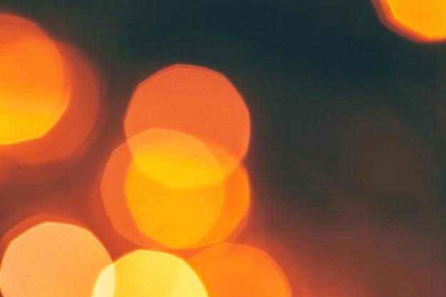 Scintilla astratta del bokeh dell'oro su oscurità