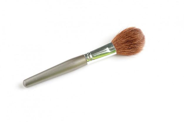 Scoiattolo di capelli largo della spazzola della polvere su bianco