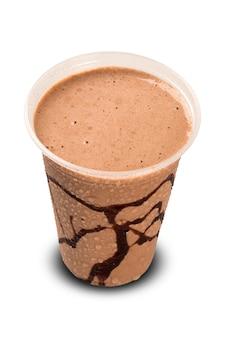 Scossa del cioccolato al latte isolata su fondo bianco