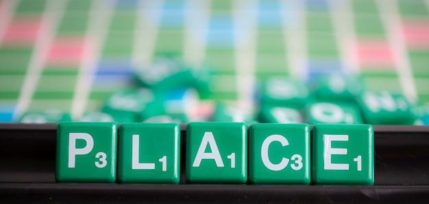 Scrabble verde lettera è ortografia parola luogo.