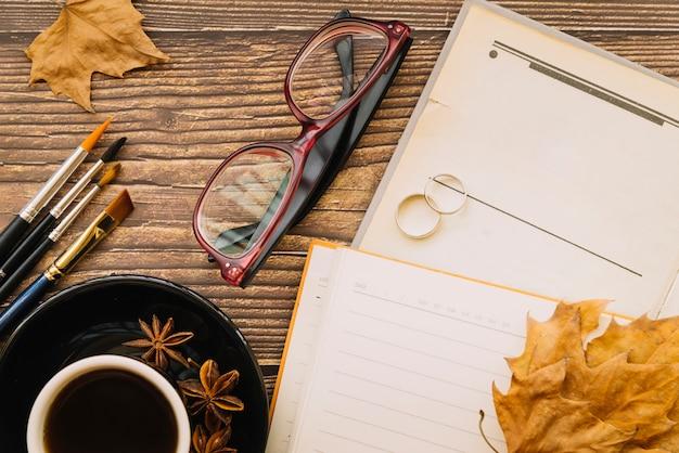 Scrittorio di autunno di vista superiore