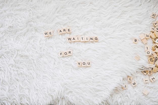 Scrittura carina sull'attesa del bambino