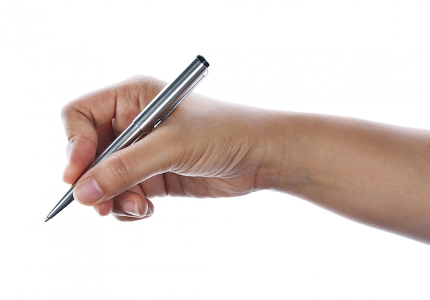 Scrittura della mano della donna con una penna isolata su bianco.