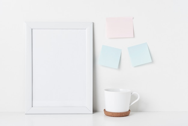 Scrivania da ufficio minimale per l'home office