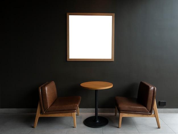 Scrivania moderna con sfondo muro