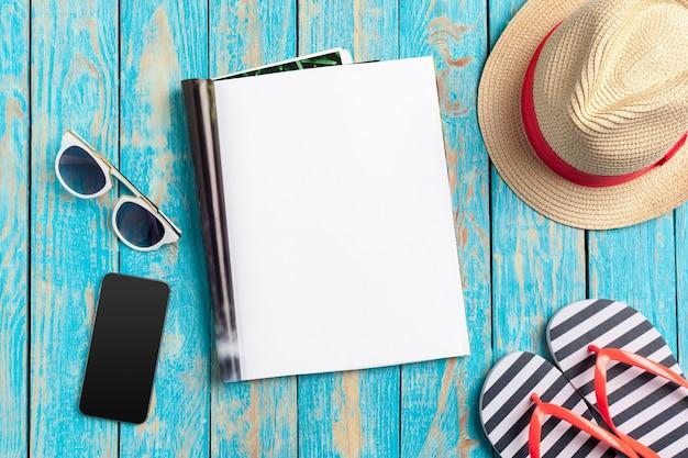 Scrivendo il concetto di vacanza della spiaggia di estate del diario