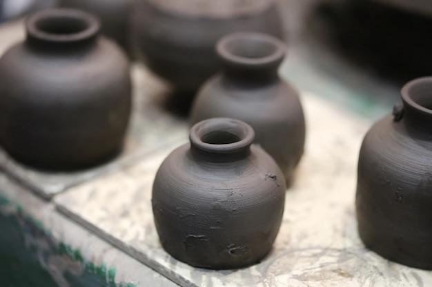 Scultura funzionante del vaso bagnato semplice sulla ruota delle terraglie