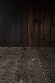 Scuro tavolo di legno marrone
