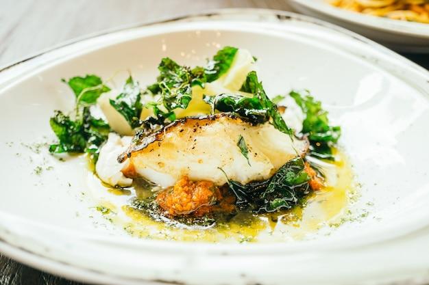 Seabass o barramundi bistecca di carne di pesce