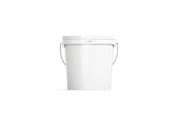 Secchio bianco in bianco isolato, vista frontale della pittura