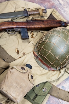 Seconda guerra mondiale equipaggiamento militare usa con fucile