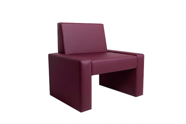 Sedia di cuoio rossa moderna insolita isolata su bianco.