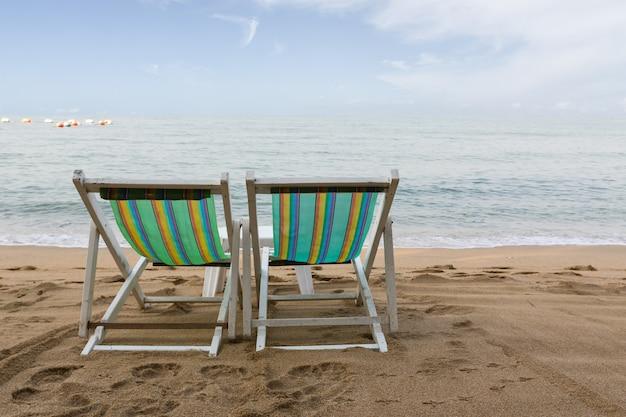 Sedia di spiaggia sulla spiaggia a pattaya