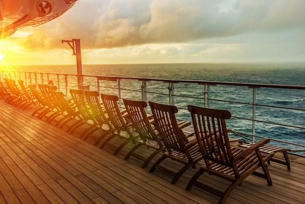 Sedie del ponte della nave da crociera