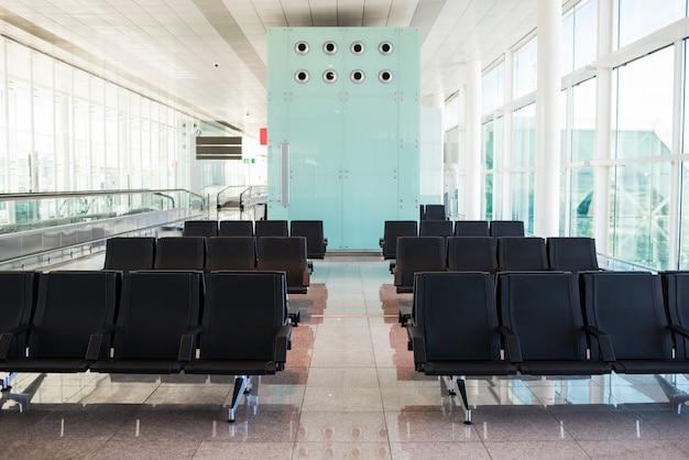 Sedie vuote del terminal dell'aeroporto.